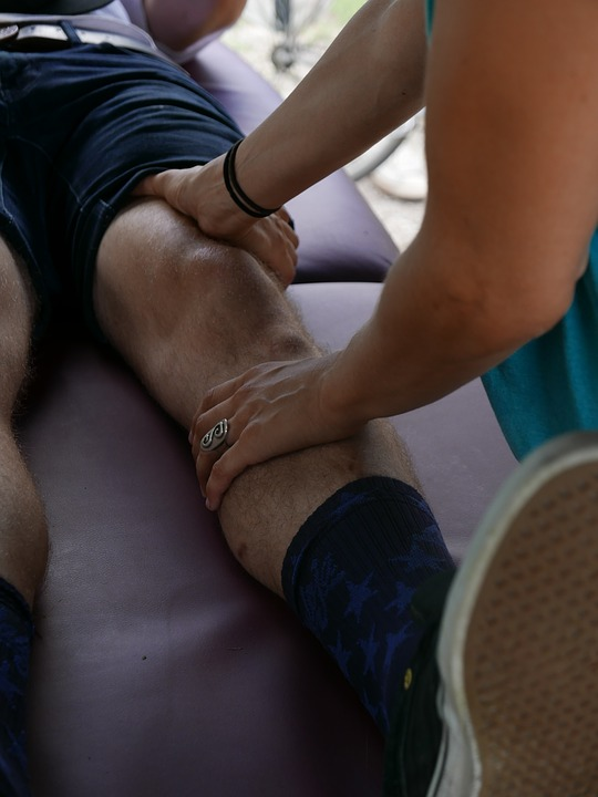 knee osteoarthritis pain massage therapy