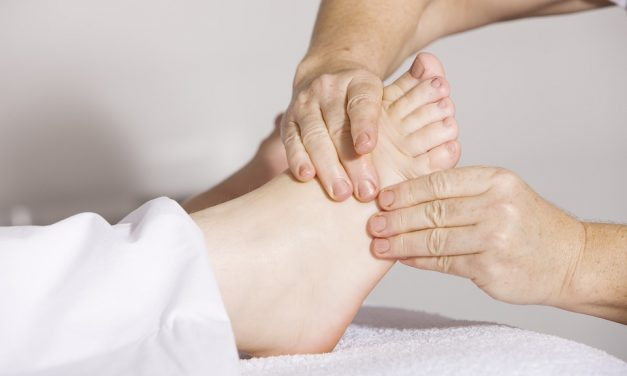 It's Okay to Massage Pregnant Women's Ankles